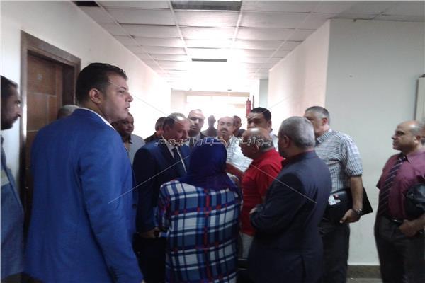 محافظ الإسكندرية يتابع طلبات تقنين واضعي اليد على أراضي أملاك الدولة