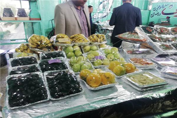 صور فراخ وأسماك وخضروات وفواكه وجبات نزلاء سجن برج العرب