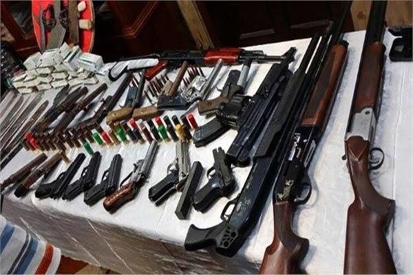 ضبط ١٧ قطعة سلاح وتنفيذ ١٤٣ حكما في حملة مكبرة بقنا