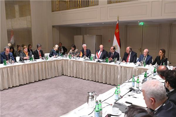 «السيسي» يلتقي رؤساء كبرى الشركات والاتحادات الصناعية الألمانية