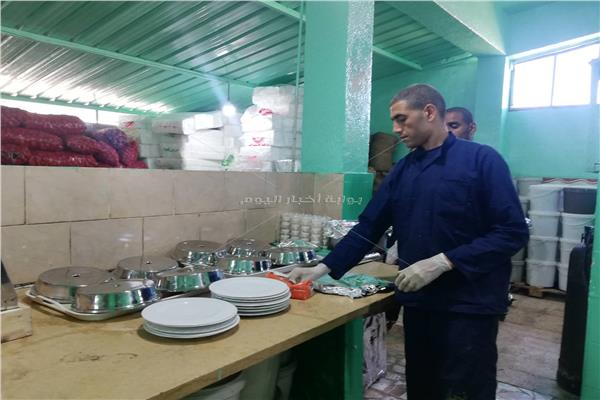 صور خلال زيارة للسجون وجبات صحية ولحوم مرتين أسبوعيا للنزلاء ضمن اللائحة