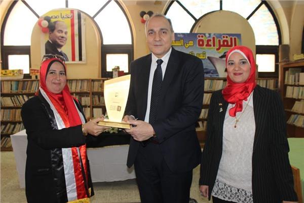 بعد حصدها لقب المشرف المتميز «تعليم القاهرة» تكرم «أميرة المكتبات»
