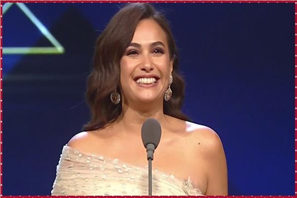 فيديو حضور حفل افتتاح «القاهرة السينمائي» يحتفلون بعيد ميلاد هند صبري