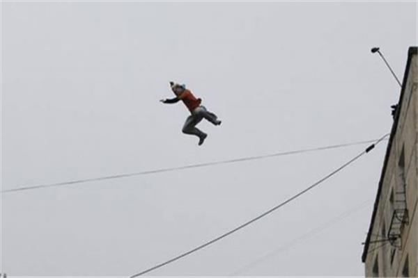 مصرع طالب سقط من الطابق الخامس في الهرم