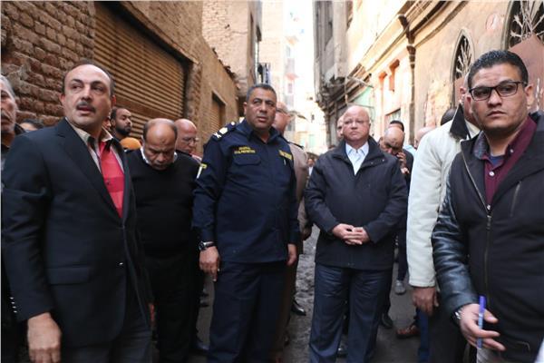 محافظ القاهرة يتفقد موقع العقار المنهار ببولاق أبو العلا