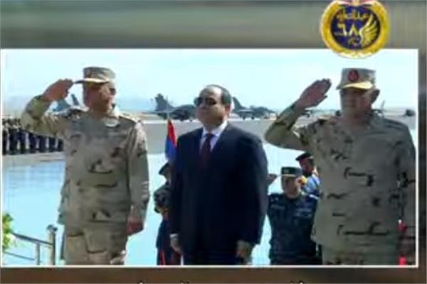 فيديو الرئيس السيسي يرفع علم مصر على قاعدة برنيس العسكرية