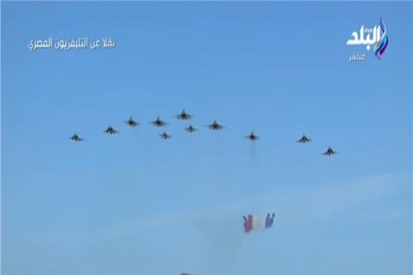 شاهد الطائرات الحربية ترسم علم مصر في ختام «قادر 2020»