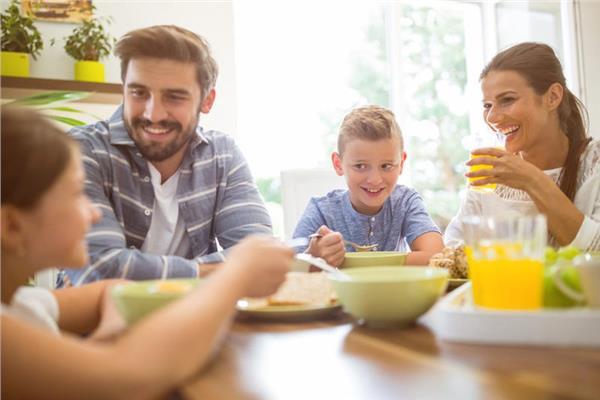 كيف يكمن دور الأسرة فى التغذية السليمة للأطفال؟