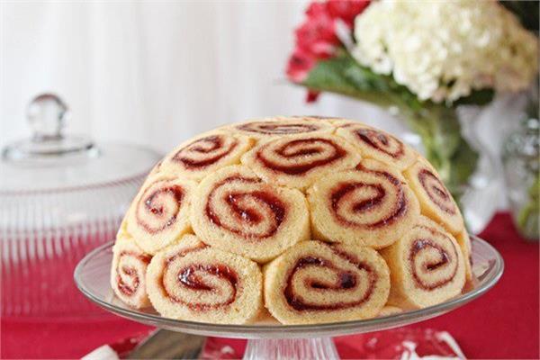 حلو اليوم «السويسرول» بمربى الفراولة