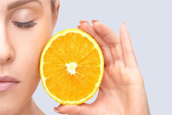 لجمالك وصفة طبيعية لترطيب الوجه من «البرتقال»