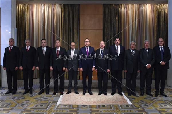 صور..رئيس الوزراء يكرم المحافظين السابقين