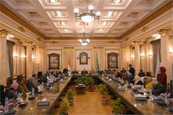 رئيس جامعة القاهرة يطالب أعضاء هيئة التدريس بتدريب الطلاب على التفكير العلمي