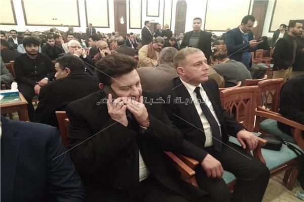 هاني شاكر يصل عزاء مبارك