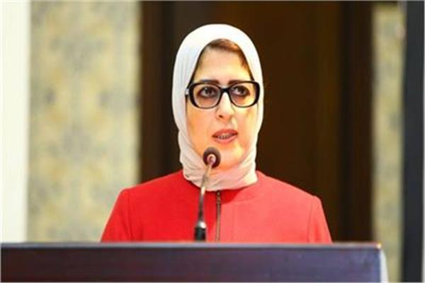 وزيرة الصحة تتوجه لمطار القاهرة لمراجعة إجراءات منع دخول كورونا للبلاد
