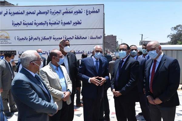 رئيس الوزراء يتابع المشروع القومي لرصف الطرق المحلية داخل المحافظات