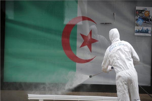 الجزائر تعيد فرض قيود على السفر للحد من زيادة إصابات كورونا