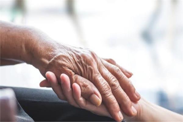 يحسن الحالة العامة ويرفع الطاقة «التمر» غذاء مثالي للمسنين
