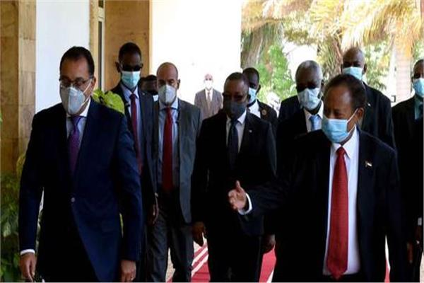 تفاصيل المؤتمر الصحفي المشترك لرئيسي وزراء مصر والسودان بالخرطوم