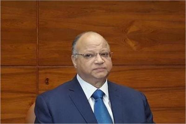اليوم- محافظ القاهرة يوزع 2000 شنطة مدرسية للأسر الأولى بالرعاية