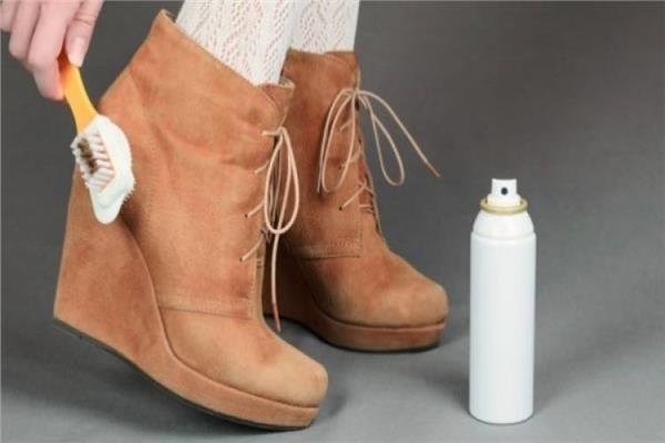 بـ«خطوات بسيطة» طرق تنظيف الأحذية الشمواه