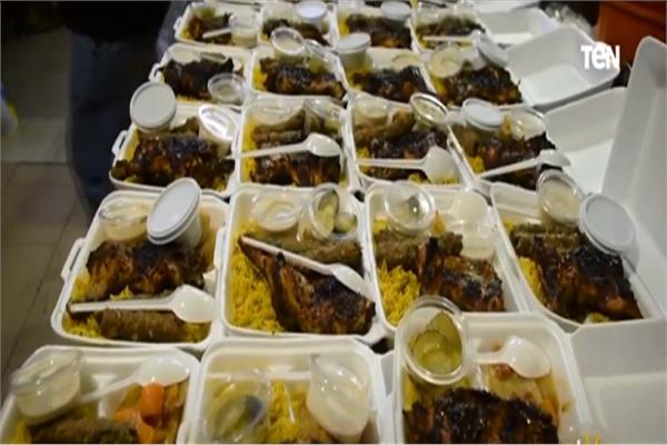 فيها حاجة حلوة «مطبخ كورونا» يقدم وجبات للمصابين بالفيروس «لحد البيت» فيديو