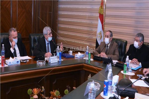 وزير الطيران يلتقي ممثلي شركات روسية لتطوير المجال الجوي المصري