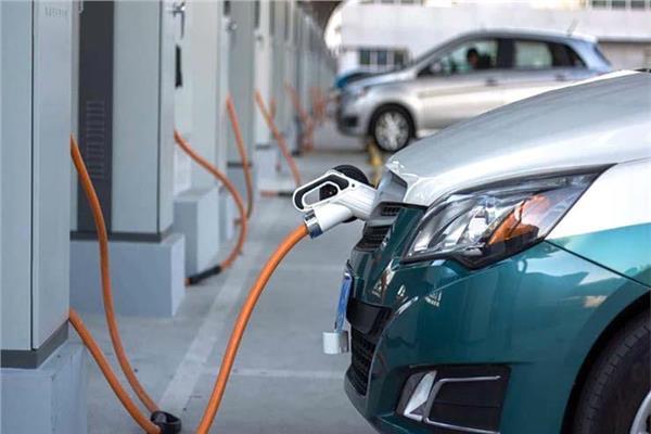 موعد إنتاج السيارة الكهربائية..قطاع الأعمال يجيب