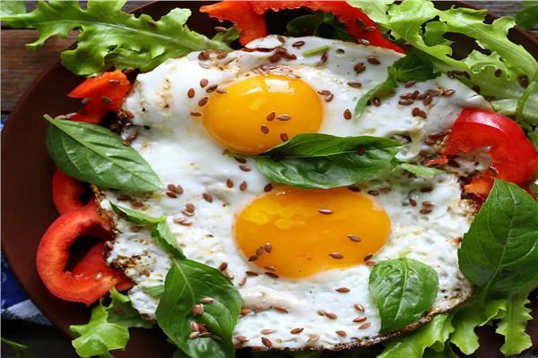 فطارك عندنا بيض بالأعشاب والريحان
