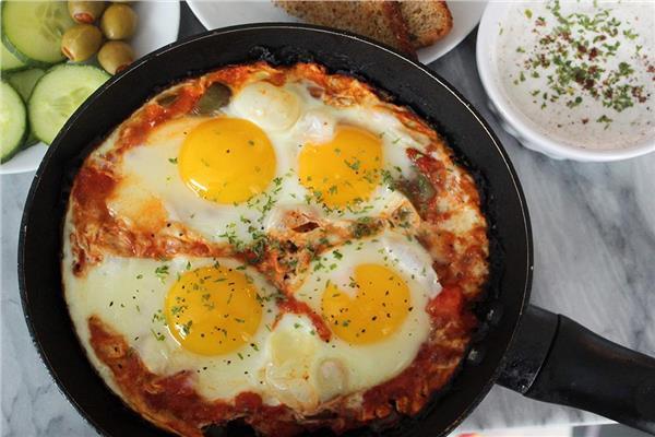 خبيرة تغذية تنشر الطريقة الصحية لعمل «البيض»