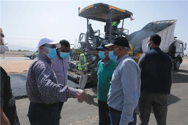 وزير النقل يتفقد أعمال تطوير طريق المُعاهدة «السويس - الإسماعيلية»