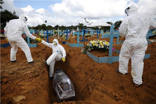 البرازيل تسجل 2311 وفاة و72715 إصابة جديدة بكورونا