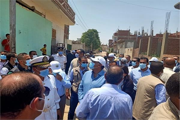 رئيس الوزراء يطمئن على أحوال المواطنين بقرية الأبطال بالإسماعيلية