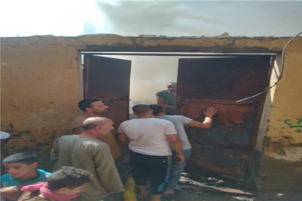 انتداب المعمل الجنائي لفحص حريق مخزن أخشاب بالدرشين