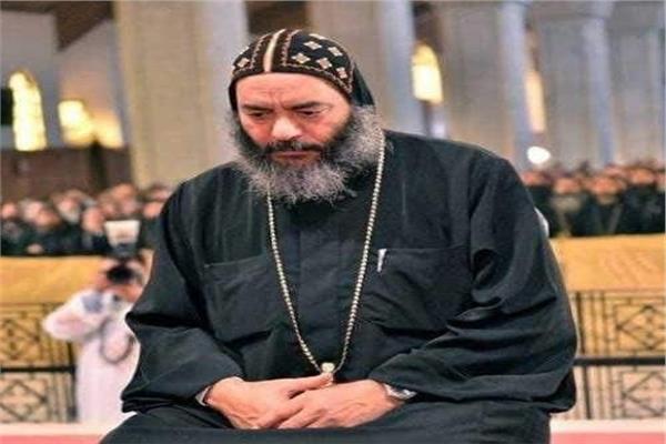 البابا تواضروس والمجمع المقدس يودعون أسقف المحلة