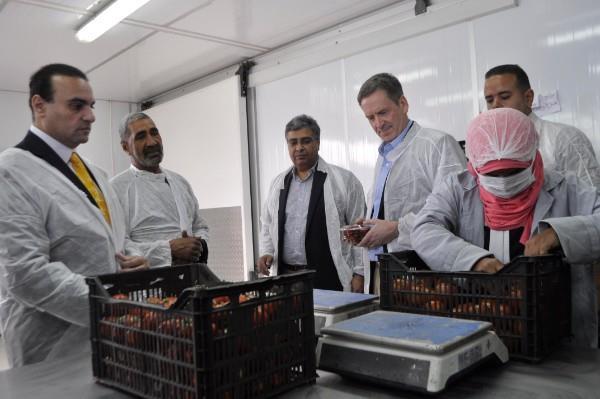 المدير العام للوكالة الأمريكية أثناء إطلاقه أكبر مشروع لتعزيز الأعمال الزراعية بالريف المصرى