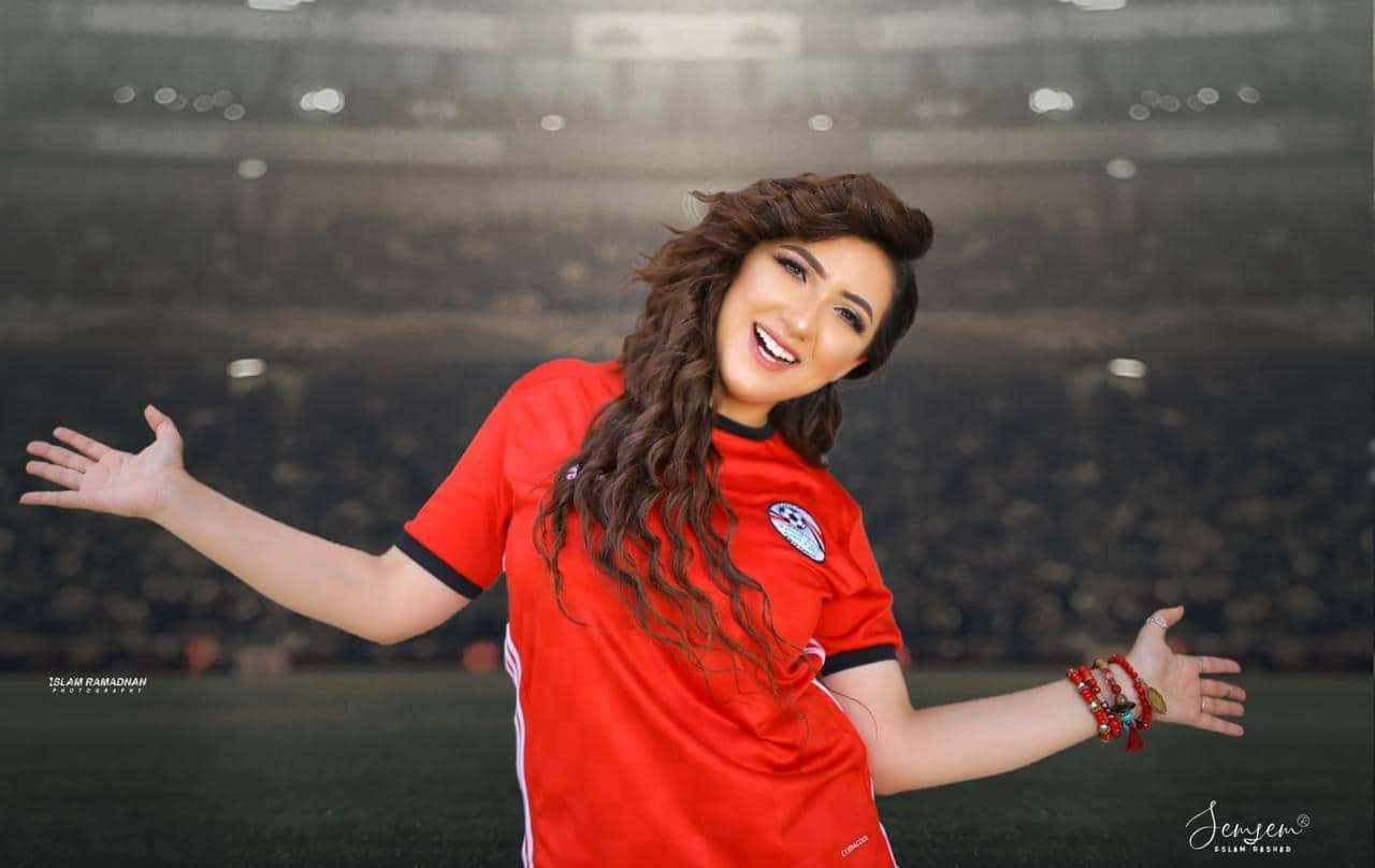 آية عبد الله تدعم المنتخب قبل «الكان» بأغنية «مصر نمبر وان»