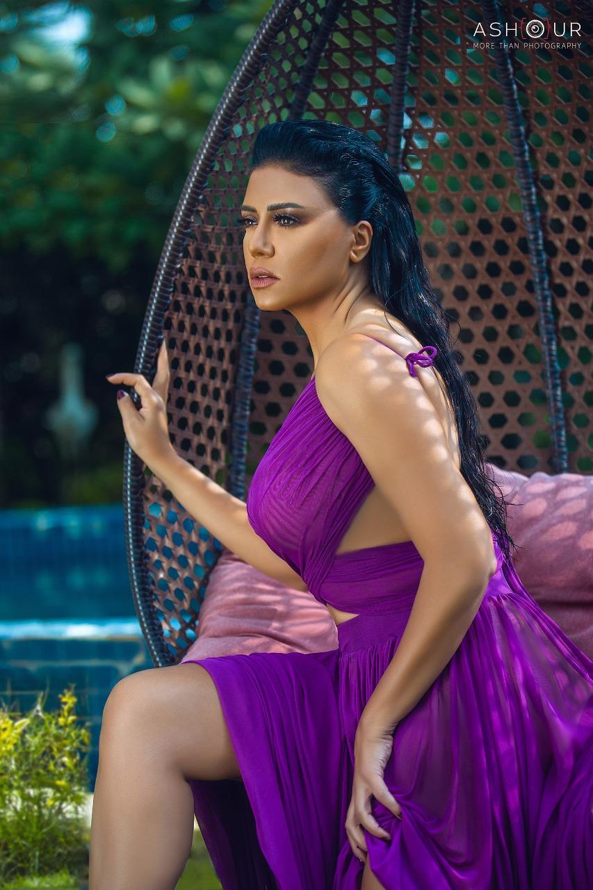 رانيا يوسف في جلسة تصوير جديدة بإطلالة صيفية