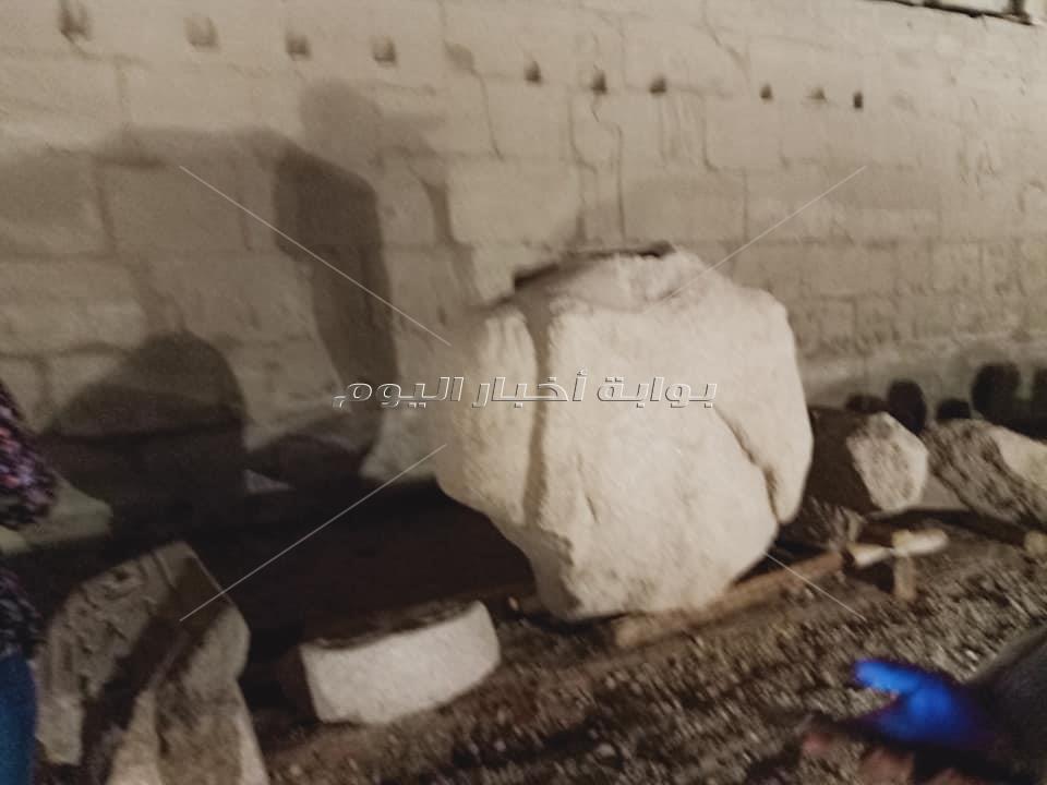 تمثالي اوزيريين للملك رمسيس الثاتي قبل الترميم