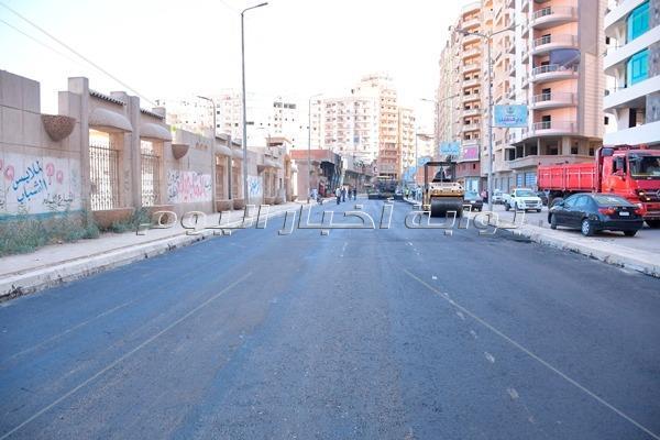 محافظ البحيرة يتفقد أعمال رصف ورفع كفاءة الشوارع المحيطة بالنادي الإجتماعى بدمنهور