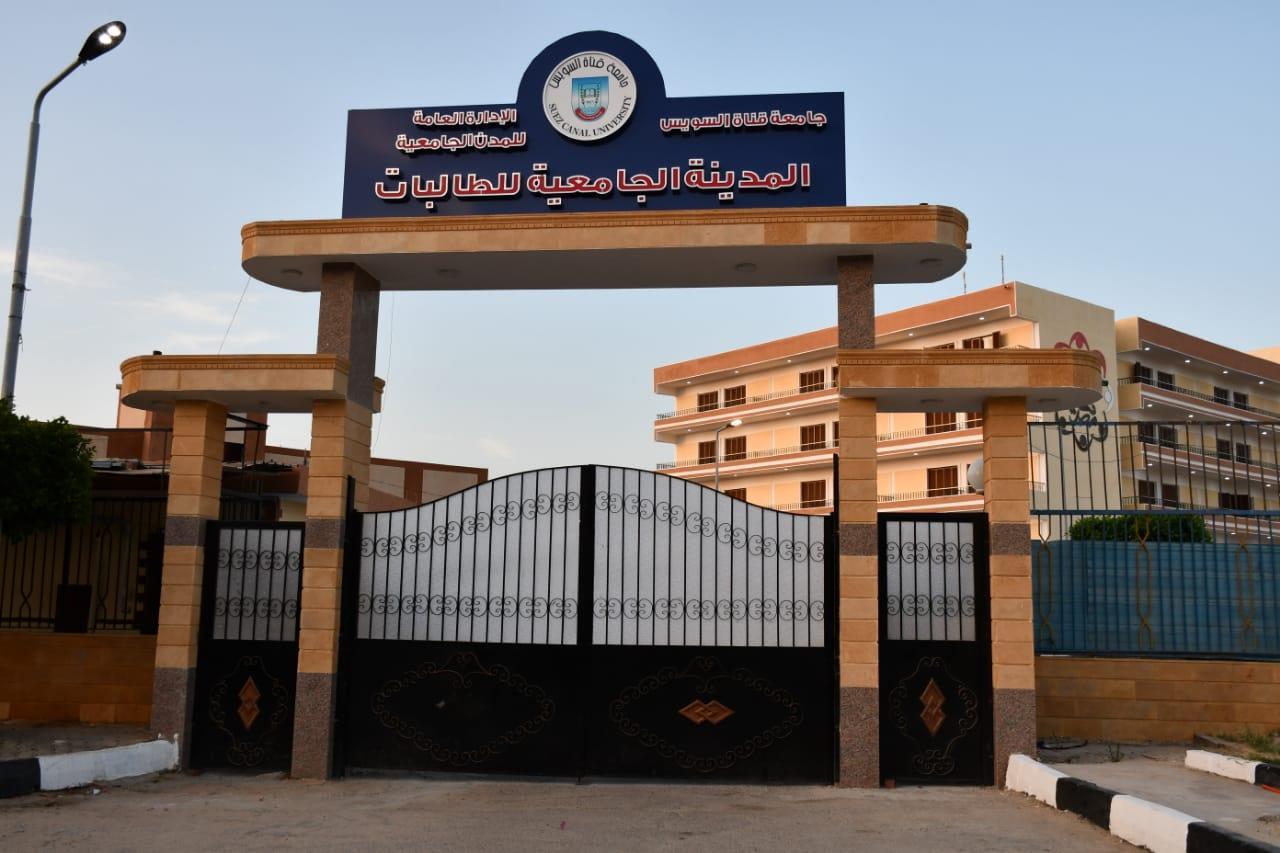 رئيس جامعة القناة تستقبل الفوج الاول من المصريين العائدين من الخارج