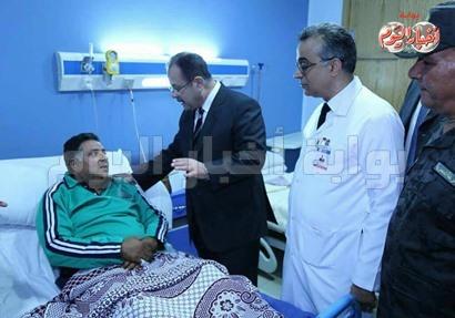 وزير الداخلية يزور مصابين الوحات بمستشفى الشرطة 