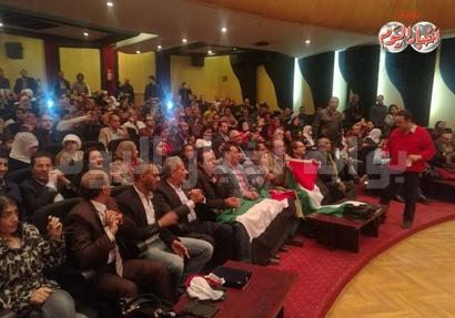 أعلام فلسطين تزين حفل الحجار بالصحفيين
