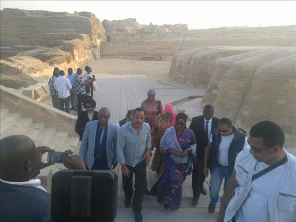 وزارة الآثار: حرم رئيس دولة غينيا تزور الأهرامات